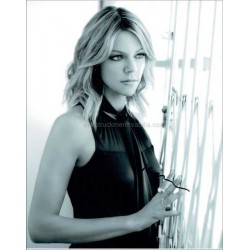 Kaitlin Olson Autographed 10x8 Photo