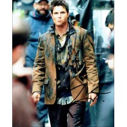 Robbie Amell Autographed 10x8 Photo