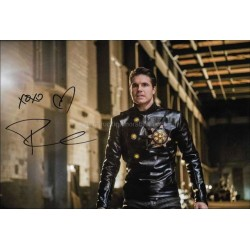 Robbie Amell Autographed 12x8 Photo