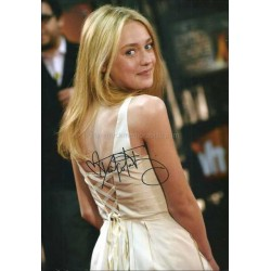 Dakota Fanning Autographed 11x8 Photo