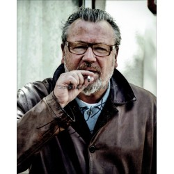 Ray Winstone Autographed 10x8 Photo