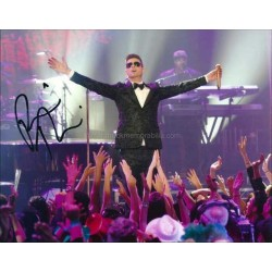Robin Thicke Autographed 10x8 Photo