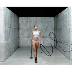 Miley Cyrus Autographed 10x8 Photo