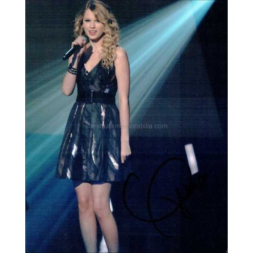 Taylor Swift Autographed 10x8 Photo