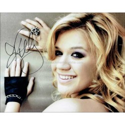 Kelly Clarkson Autographed 10x8 Photo